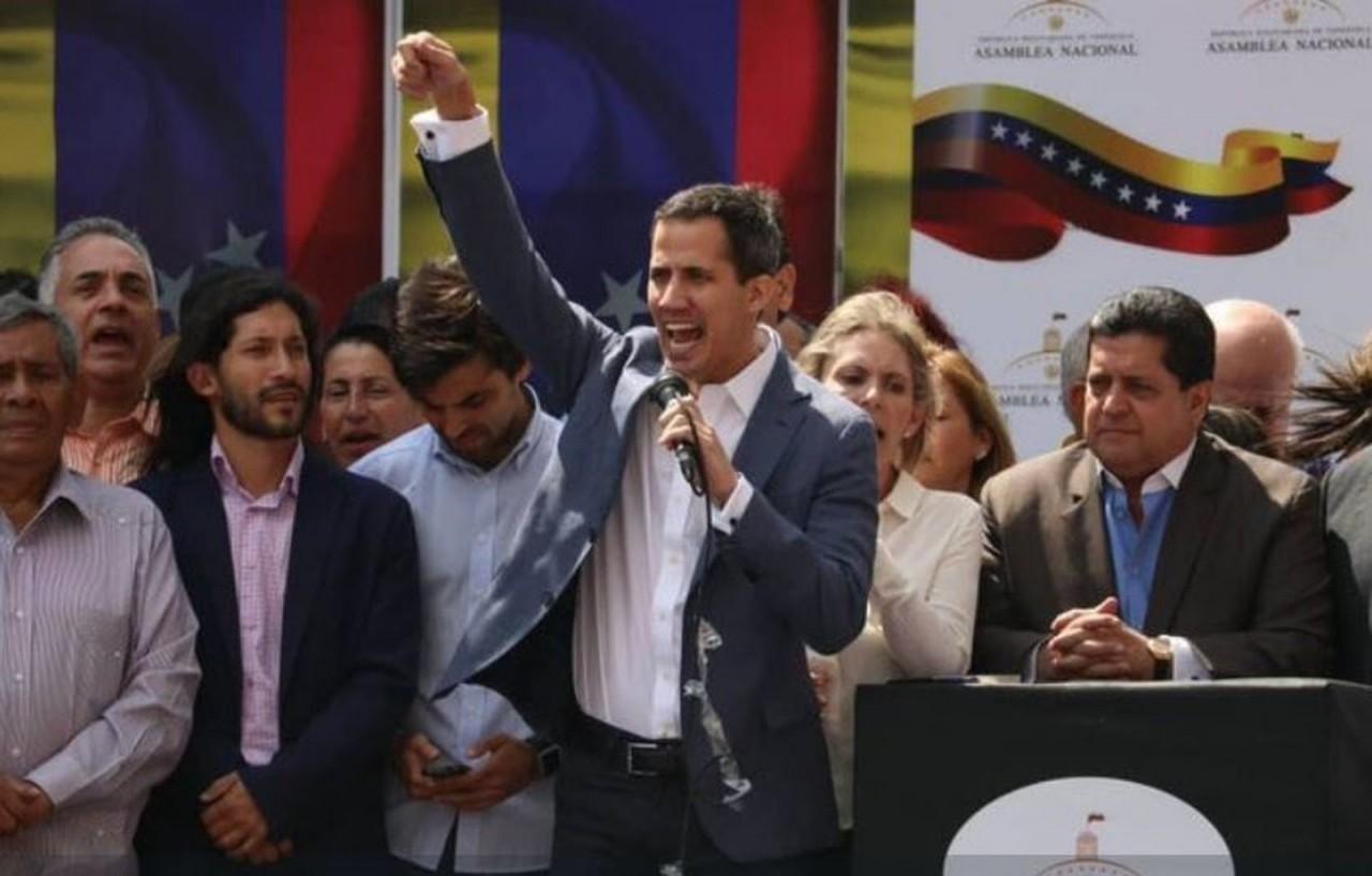 guaido - Presidente do congresso venezuelano pede apoio para assumir Executivo e convocar eleição para substituir Maduro