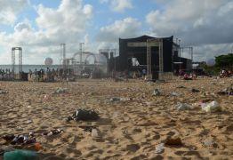 Após réveillon, 75 toneladas de lixo são recolhidas na orla de João Pessoa