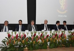 João Azevêdo prestigia solenidade de posse de novos dirigentes do TCE-PB