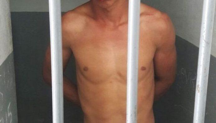 preso3 696x397 300x171 - Advogado é preso suspeito de espancar namorada em pousada no Cabo Branco