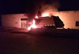 ATAQUES EM SÉRIE: Caminhão de lixo e ônibus são incendiados por criminosos no Ceará