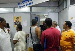 Portadores de HIV perdem aposentadoria após pente-fino do INSS