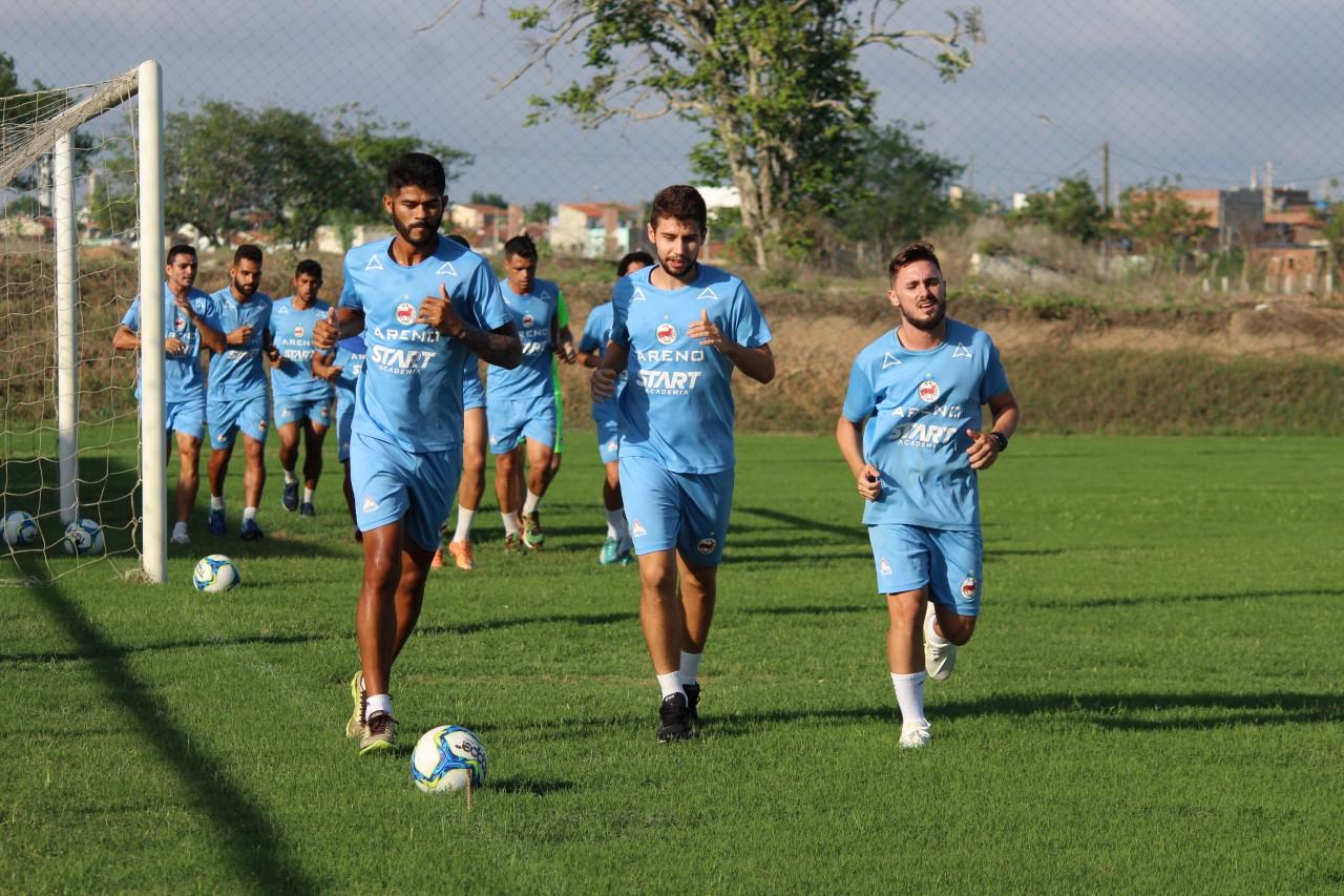 Serrano volta aos treinos com foco com CSP
