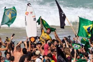 20181227094029875210i 300x200 - Com título de Gabriel Medina e 11 na elite, 'Brazilian Storm' mostra que veio para ficar