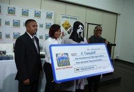 Homem ganhou 1 milhão na loteria e usou máscara para família não pedir dinheiro