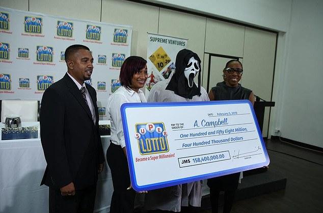 9731238 6696361 image m 5 1549994712251 - Homem ganhou 1 milhão na loteria e usou máscara para família não pedir dinheiro