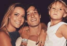 Mãe do filho de Neymar, Carol Dantas anuncia que está noiva