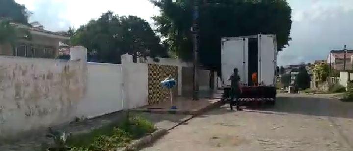 Capturarlo - DESVIO DE FINALIDADE? Berg Lima teria usado caminhão da merenda para fazer sua mudança - VEJA VÍDEO