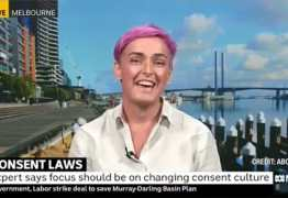 Especialista em sexualidade diz que pais devem pedir autorização para trocar fraldas de bebês