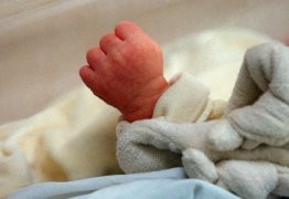 Mãe arremessa bebê recém-nascida do 10º andar de prédio