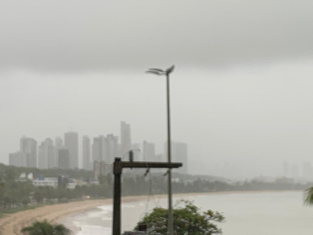 cabo branco - Fortes chuvas, relâmpagos e trovoadas são registrados na manhã desta quarta-feira na Paraíba; Veja a previsão