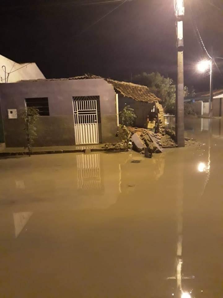 casa desaboa - VEJA VÍDEO: Nova Floresta registra volume recorde de chuvas e moradores enfrentam transtornos