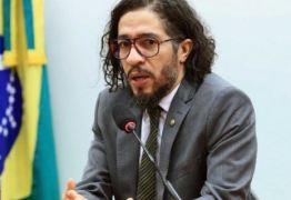 Justiça inocenta Jean Wyllys por ter chamado Bolsonaro de 'racista' e 'canalha'