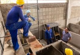 Emerson Panta faz visita técnica em construção de mercado em Várzea Nova