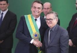 Bolsonaro mandou ministro pedir desculpas e desfazer polêmica do hino