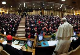 COMBATENDO O PROBLEMA NA IGREJA: Papa promete 'medidas concretas' contra abusos sexuais