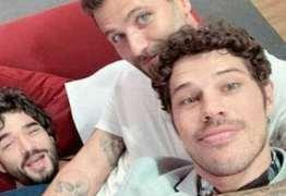 Caio Blat e Gagliasso ironizam supostas festas eróticas entre famosos