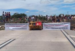 Índios protestam contra municipalização da saúde e interditam BR-101