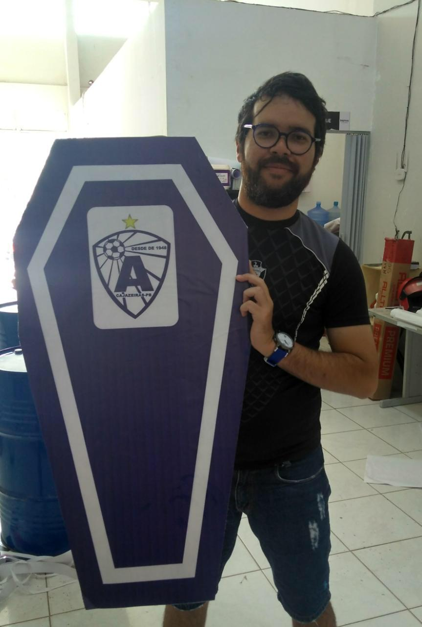 radialista - Radialista paraibano recebe ameaças em forma de 'funk' após tirar foto segurando caixão com símbolo de time