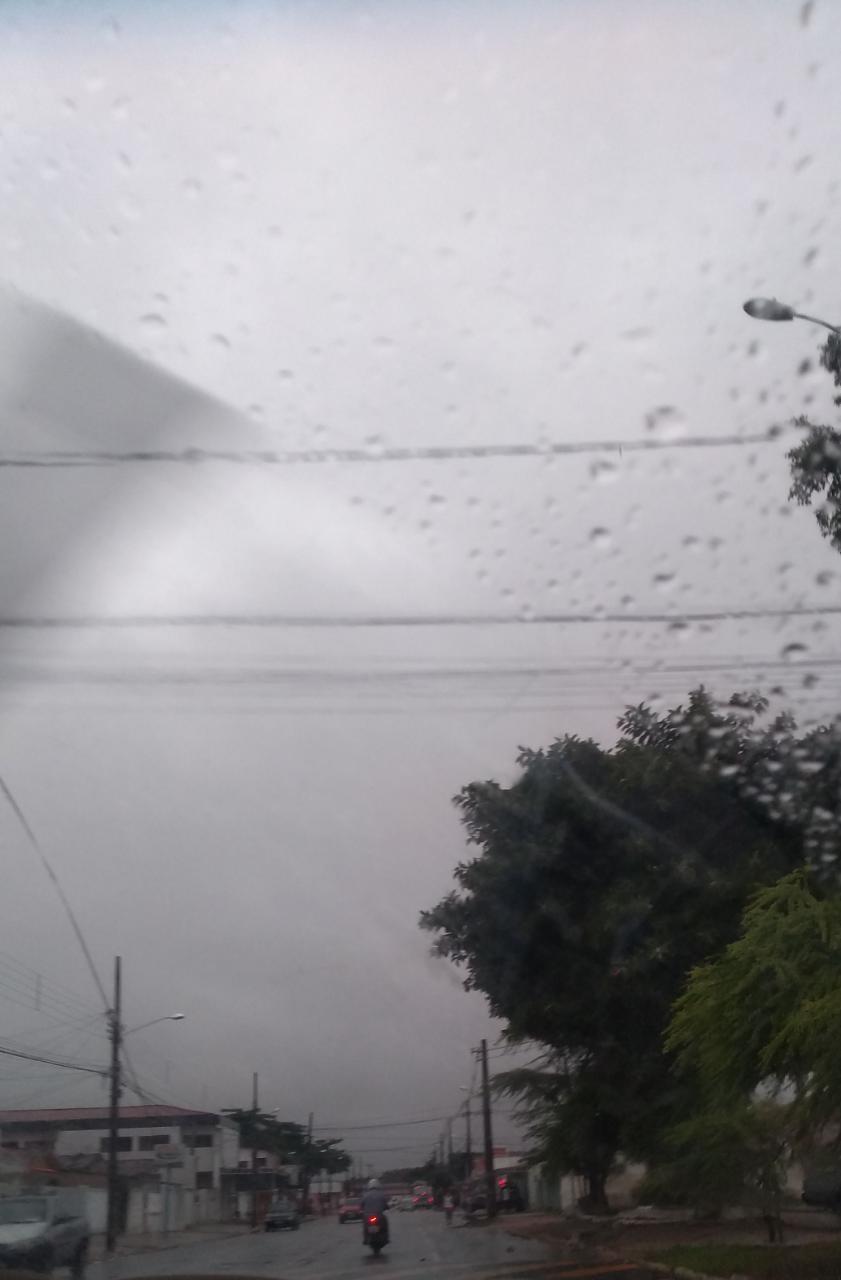 valentina - Fortes chuvas, relâmpagos e trovoadas são registrados na manhã desta quarta-feira na Paraíba; Veja a previsão