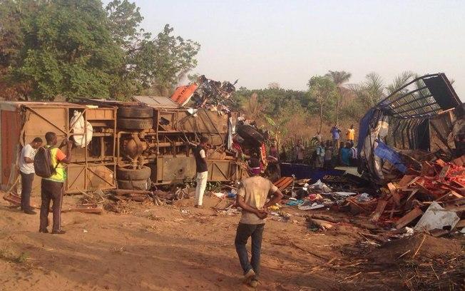 00q30r9pea0etcy2ahwwxrzfj - TRAGÉDIA: Colisão entre dois ônibus deixa 60 mortos