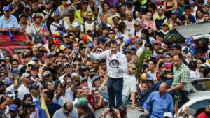 105960233 052840300 1 300x169 - CRISE NA VENEZUELA: país tem novo dia de protestos e apagão