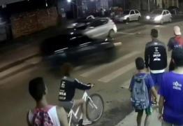 Motorista embriagado atropela duas pessoas e foge sem prestar socorro – VEJA VÍDEO