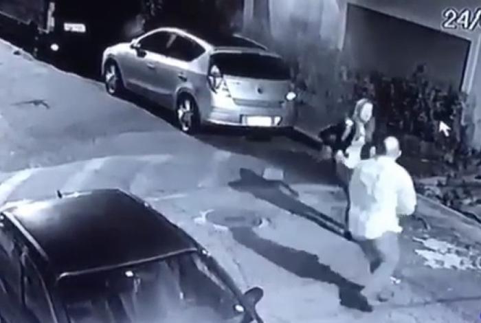 1 camera pm sp 10348877 - Policial a paisana reage a assalto e mata suspeito - VEJA VÍDEO