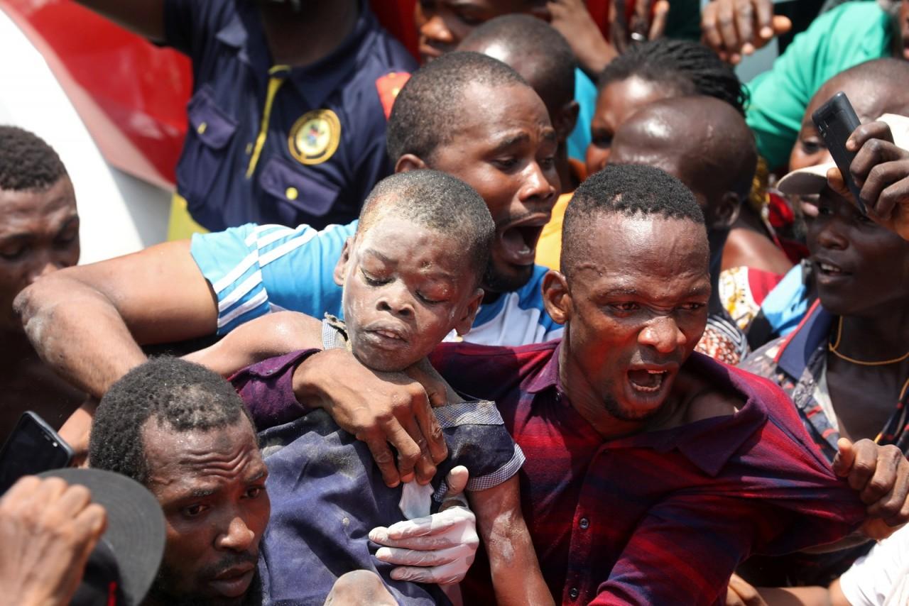 2019 03 13t124920z 685604890 rc1ae7d6cc10 rtrmadp 3 nigeria school - TRAGÉDIA: Edifício onde funciona escola desaba na Nigéria; crianças ficam soterradas