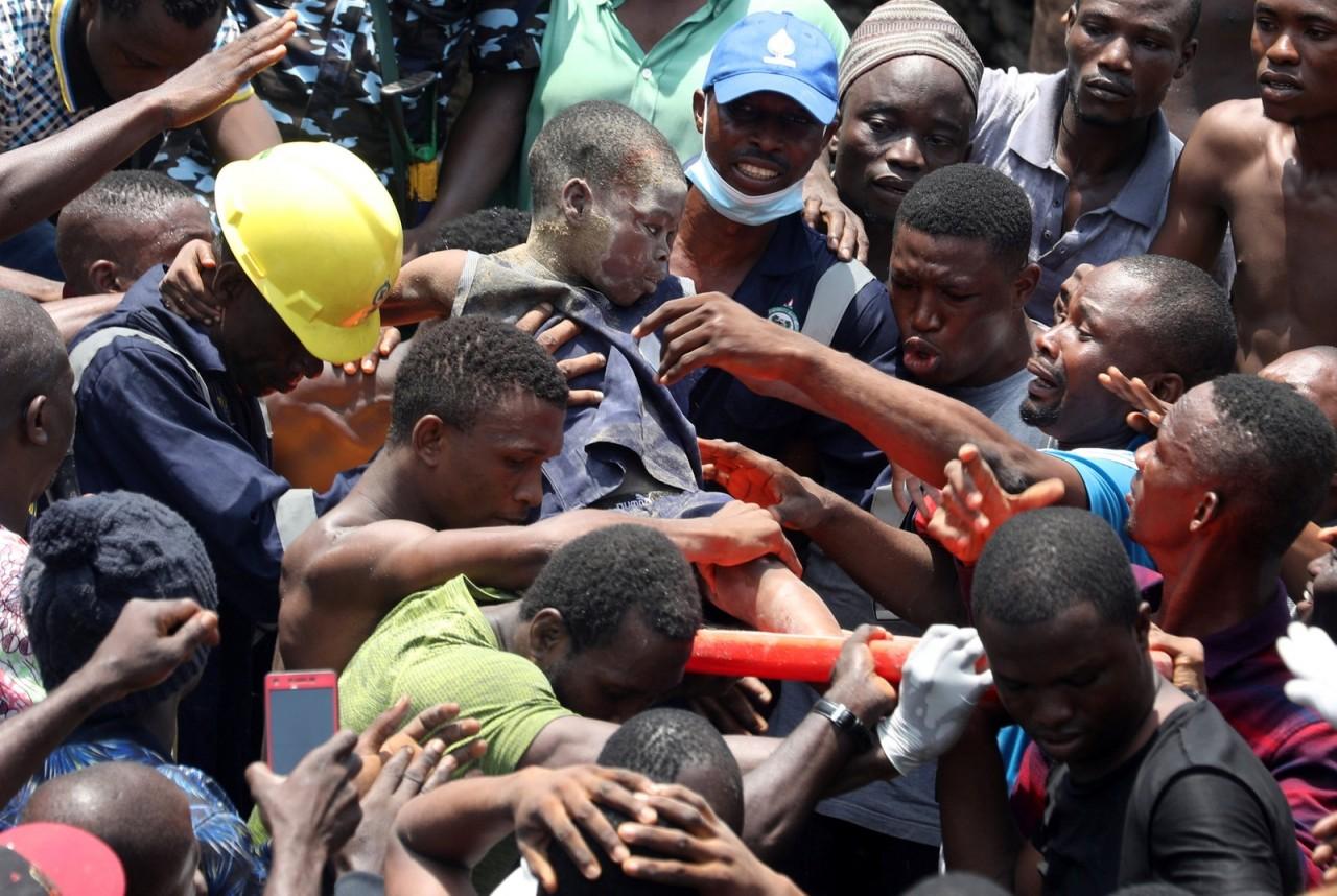 2019 03 13t131902z 2098276976 rc1fac9bfa70 rtrmadp 3 nigeria school - TRAGÉDIA: Edifício onde funciona escola desaba na Nigéria; crianças ficam soterradas