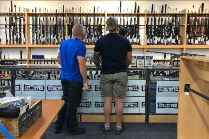 2019 03 18t231456z 239435567 rc1873edf5a0 rtrmadp 3 newzealand shootout - Neozelandeses entregam voluntariamente suas armas após massacre