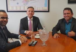 Em Brasília, prefeito do Sertão destaca capacidade de trabalho de Aguinaldo Ribeiro