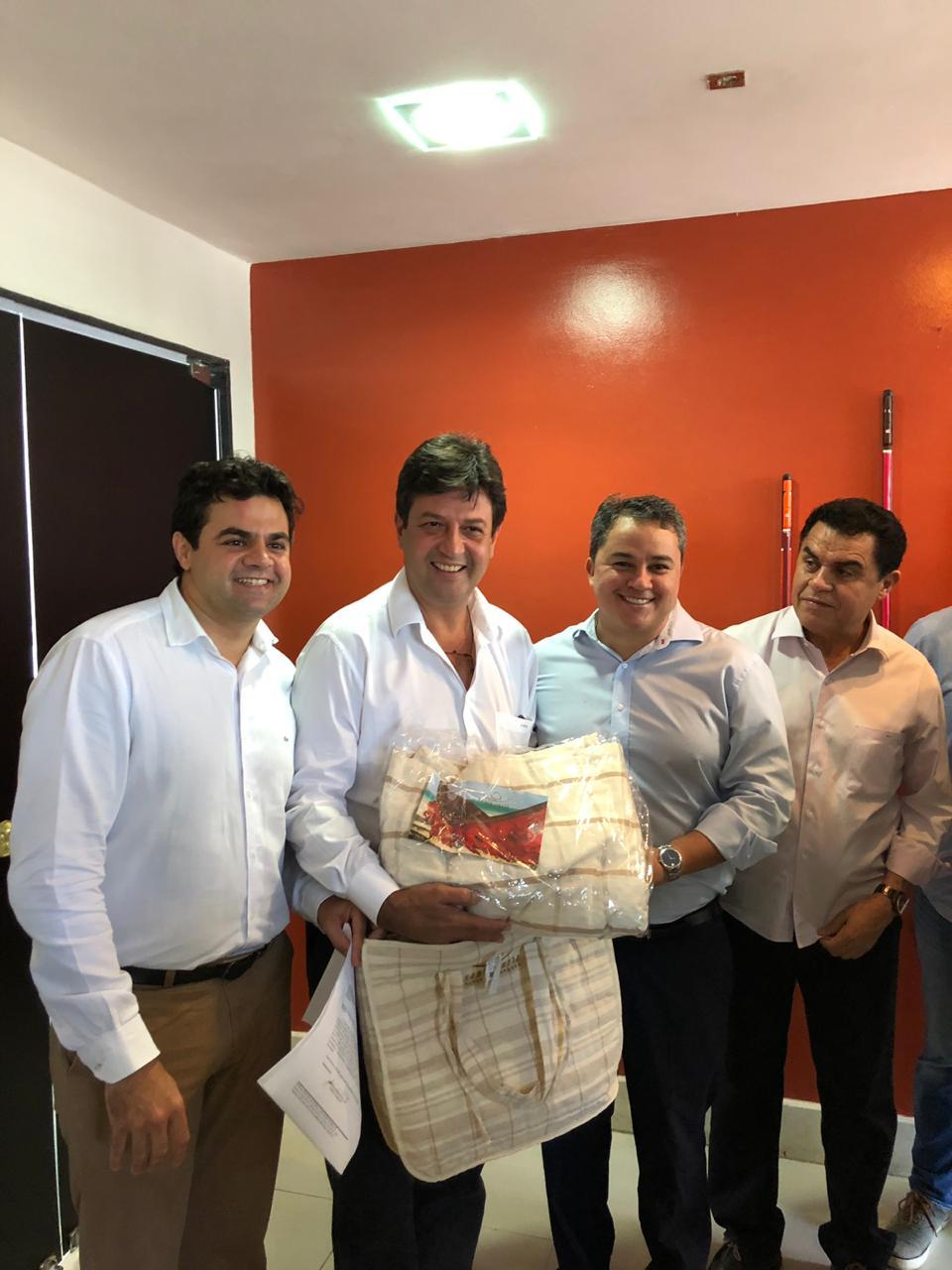 91c9c5b1 43bd 450e b97f 7cdaec86efdd - Na Paraíba, políticos recepcionam ministro da Saúde Luiz Henrique Mandetta