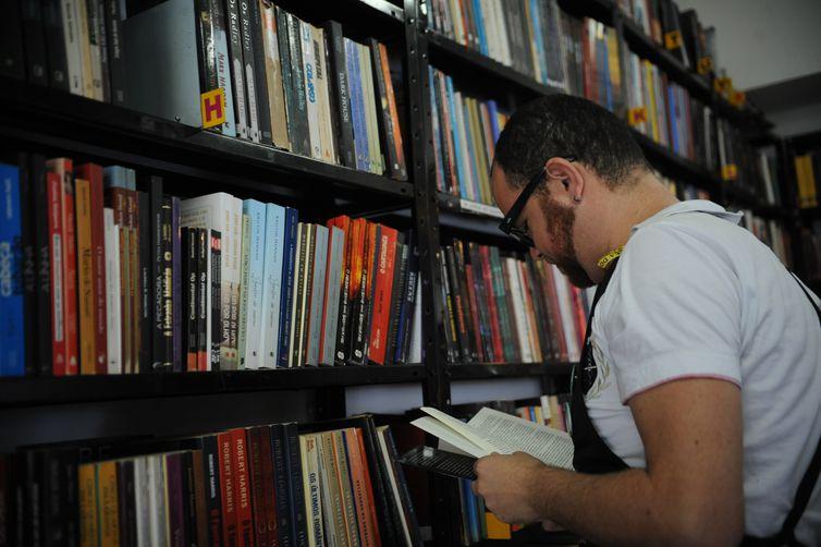 934664 sebinho livro 3 - Prêmio Nobel de Literatura terá dois vencedores este ano