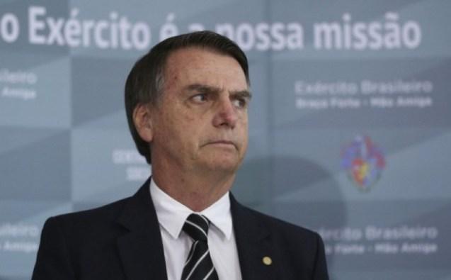 Bolsonaro J 300x186 - [+18] Bolsonaro compartilha vídeo de homem mexendo no ânus e sugere que cena é comum no Carnaval; ASSISTA