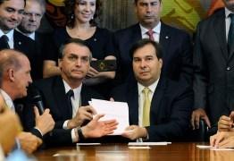 Bolsonaro e Maia travam a distância duelo de declarações sobre votação da Previdência