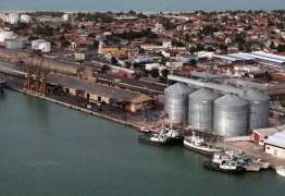Bolsonaro anuncia leilão de 10 áreas portuárias; porto de Cabedelo está na lista