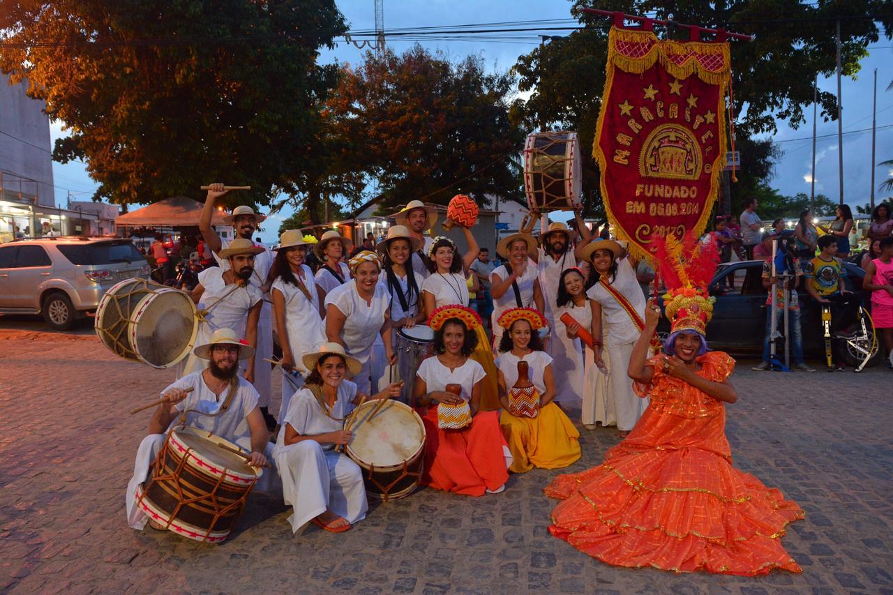 Centro de Conde 8 - Abertura do Carnaval no centro de Conde reúne várias gerações com encontro de Ala Ursa e Maracatu