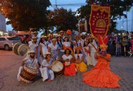 Abertura do Carnaval no centro de Conde reúne várias gerações com encontro de Ala Ursa e Maracatu