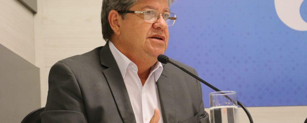 João Azevêdo 6 1200x480 1 - Governador anunciou pagamento do funcionalismo e primeira parcela do 13º até o dia 20 de junho