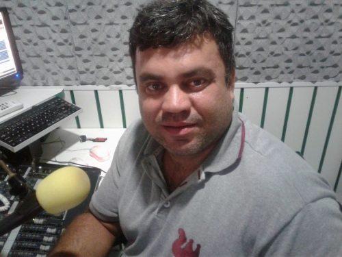 Radialista 2 500x375 - Radialista é assassinado a tiros na porta de emissora