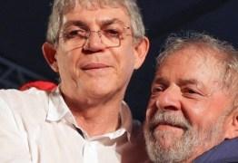 Ricardo Coutinho visita Lula na sede da PF em Curitiba