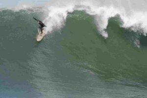 Surfista sofre infarto em cima de onda gigante na California 300x200 - Surfista sofre infarto em cima de onda gigante na Califórnia
