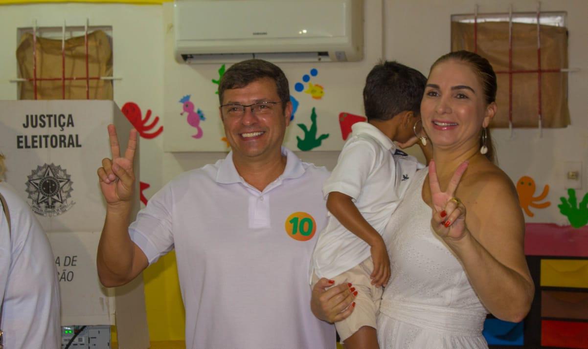 WhatsApp Image 2019 03 17 at 12.10.10 - Em clima tranquilo, candidatos a Prefeitura de Cabedelo votam nesta manhã de domingo
