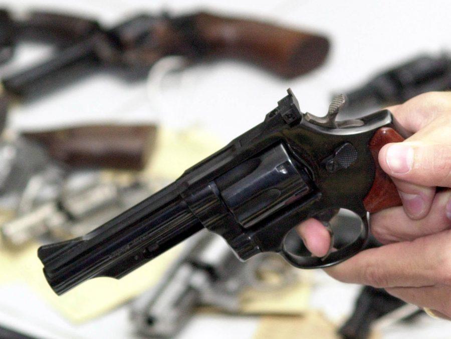 Na contramão do Brasil, Suíça aprova restrições à posse de armas