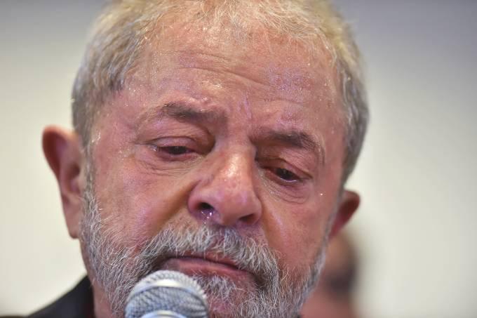 brasil lula triste - 'Ato Lula Livre' marca um ano da prisão do ex-presidente no Parque da Lagoa neste domingo