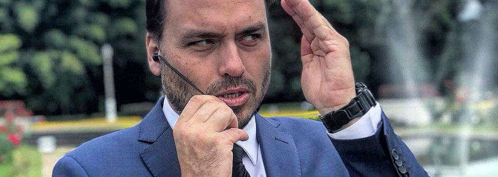 carlos bolsonaro - Carlos Bolsonaro ataca Mangueira e afirma que escola de samba possui ligação com milícias