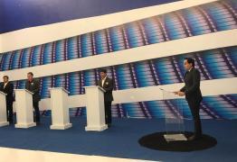 DEBATE NA MASTER: No último bloco, Vitor Hugo é chamado de 'candidato do envelope' e ganha direito de resposta; VEJA VÍDEO