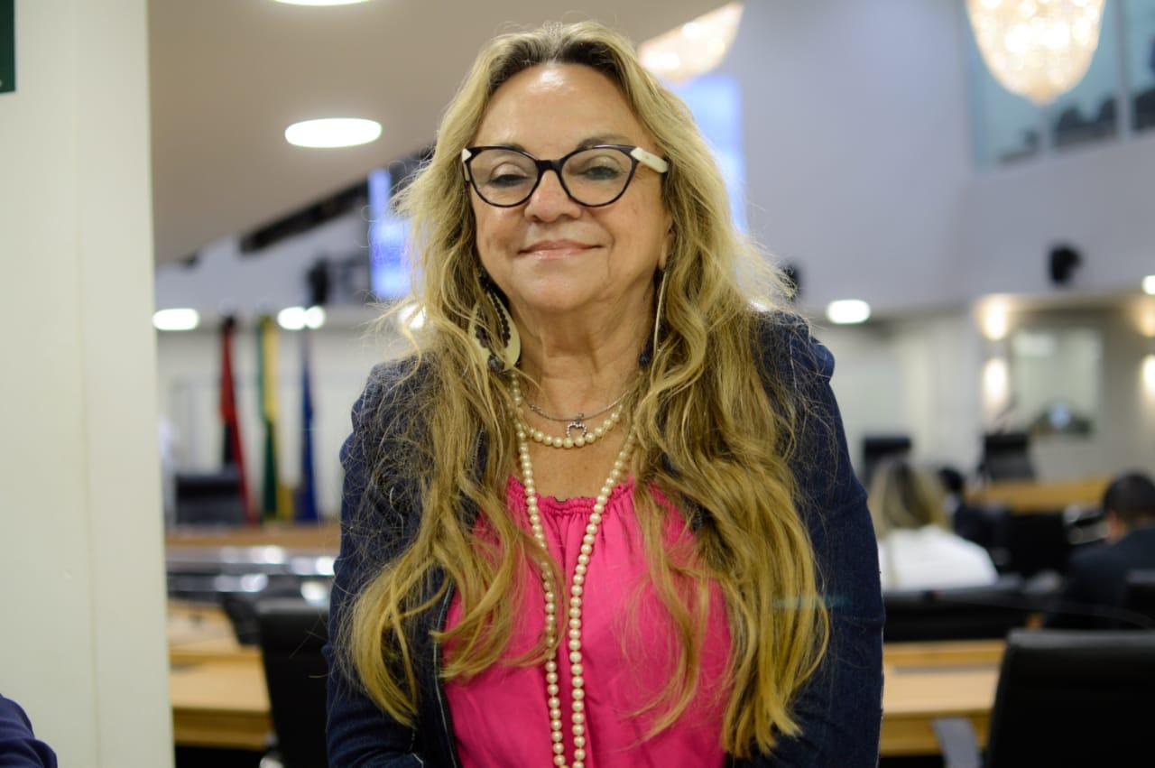 dra paula deputada - Dr. Paula fala sobre números de feminicídios no Brasil, 'há um índice de impunidade muito preocupante, mas não vamos nos calar' - OUÇA