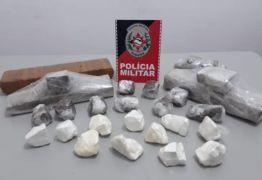 Polícia encontra quase cinco quilos de drogas escondidos dentro de caixa térmica